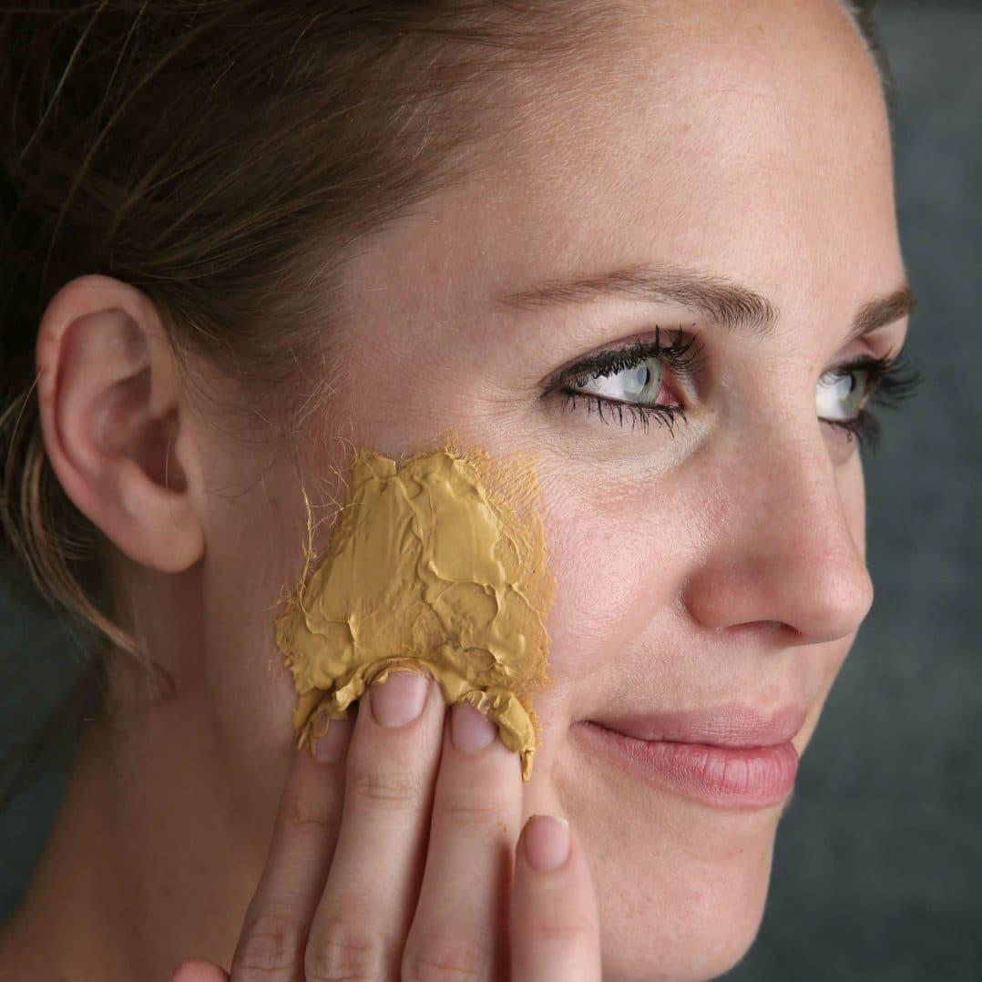 زردچوبه با پوست شما چه میکند؟ بررسی اثر زردچوبه بر پوست