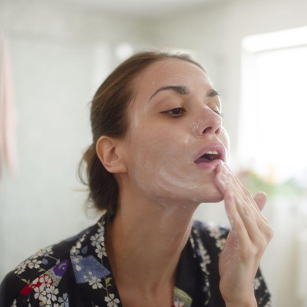 محصولات مراقبت از پوست شب؛ روتین مراقبت پوست شبانه