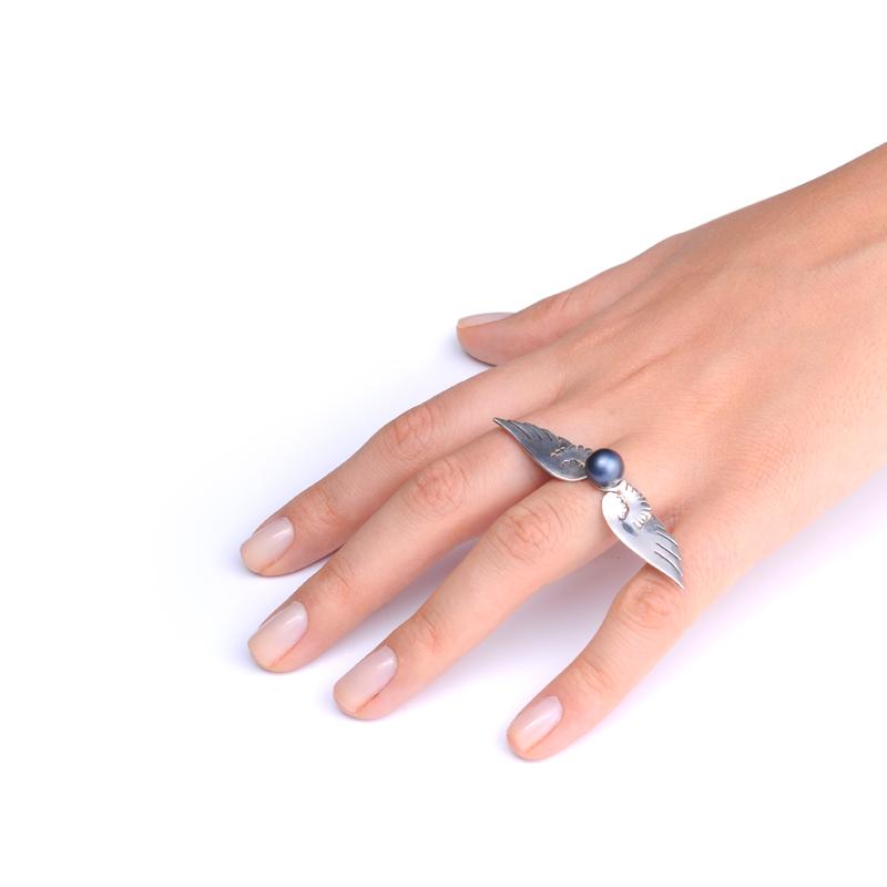 انگشتر بال با مروارید سیاه یسمینه