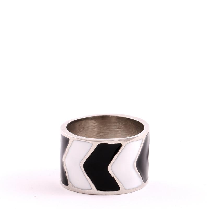 انگشتر نقره ای سیاه سفید بالابوسته