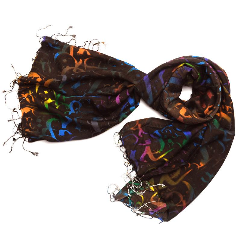 شال نخی کالیگرافی شاد با زمینه تک رنگ قهوه ای E7
