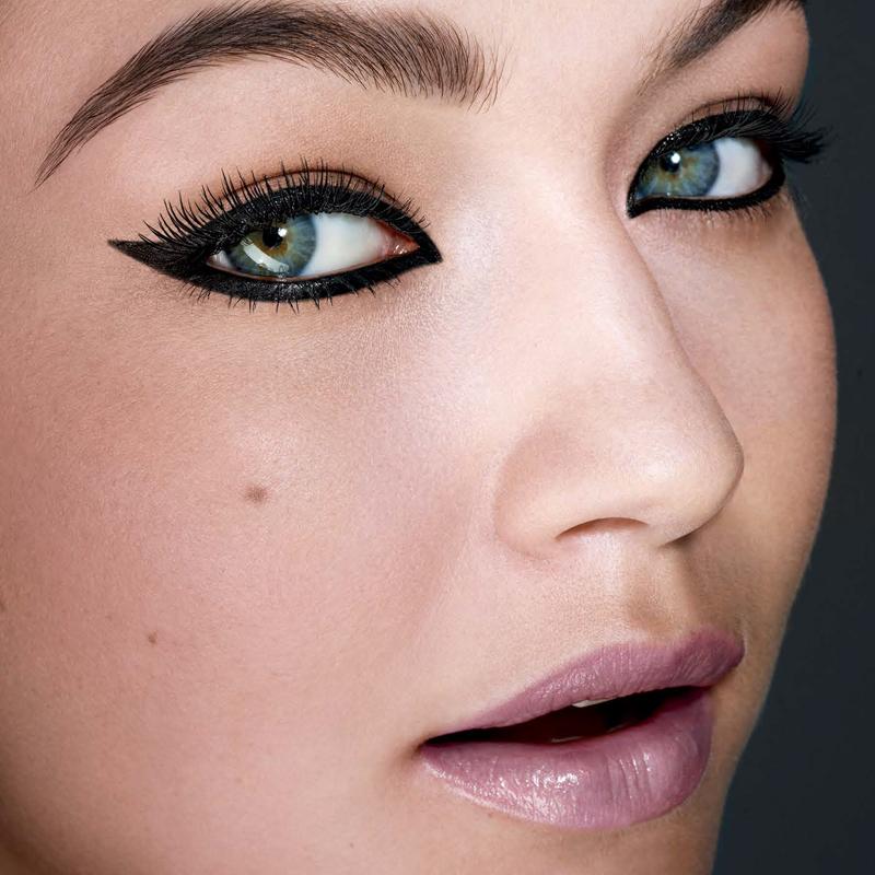 مداد چشم پیچی ضد آب 12 ساعته میبلین مدل Colossal Kajal - خیلی مشکی